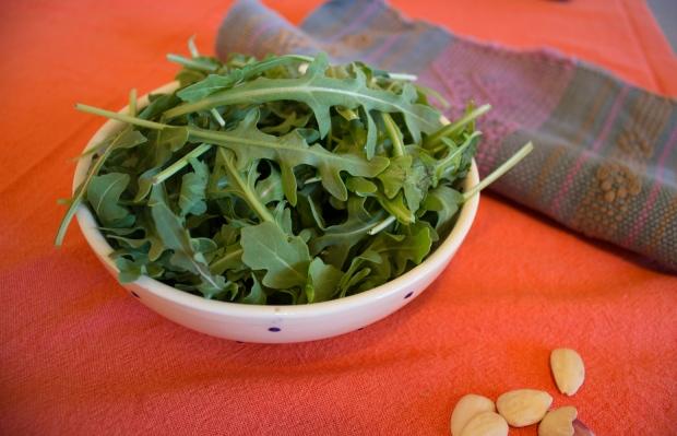 Disfruta de un pesto diferente a base de rúcula y almendras | lachumacheria.wordpress.com